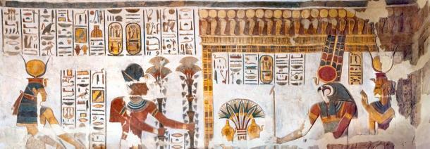 Dieux de l'Egypte ancienne (Amon-Rê et la déesse Mout sont visibles à droite) et pharaons trouvés dans le temple de Khonsou. (kairoinfo4u / CC BY-NC-SA 2.0)