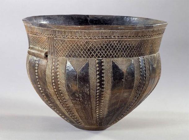 Exemple d'un Funnelbeaker, Skarpsalling vessel, Danemark, 3200 BC (CC BY-SA 3.0)