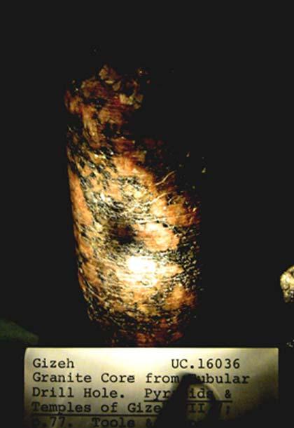 Carotte de forage en granit au musée Petrie. (auteur fourni)
