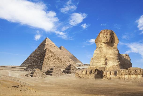 Les pyramides de Gizeh et le Sphynx en Egypte. (merydolla / Adobe stock)