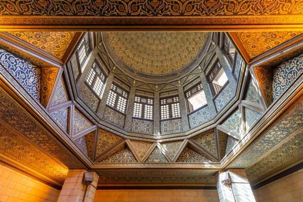 Plafond du bâtiment du nilomètre, une construction égyptienne de l'époque omeyyade, utilisée pour mesurer le niveau du Nil, situé sur l'île de Roda, fleuve du Nil, au Caire, en Égypte. (Khaled El-Adawi / Adobe stock)