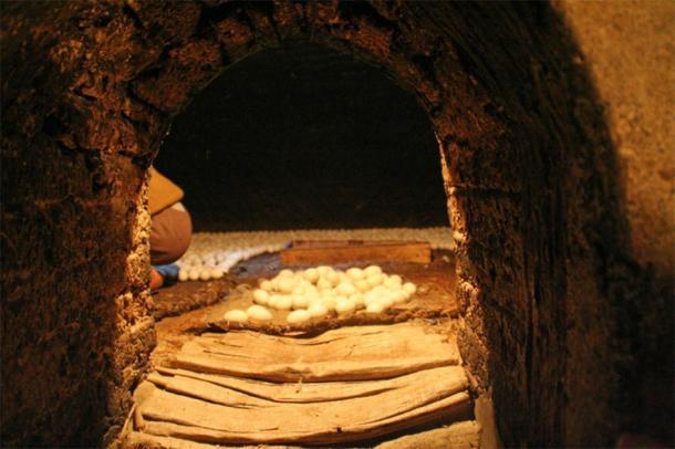 Plus de 200 fours à œufs égyptiens fonctionnent encore aujourd'hui et sont préférés à la technologie moderne. (Lenny Hoferwerf / Avec l'aimable autorisation de l'Organisation des Nations unies pour l'alimentation et l'agriculture (2006) / Reproduit avec permission)