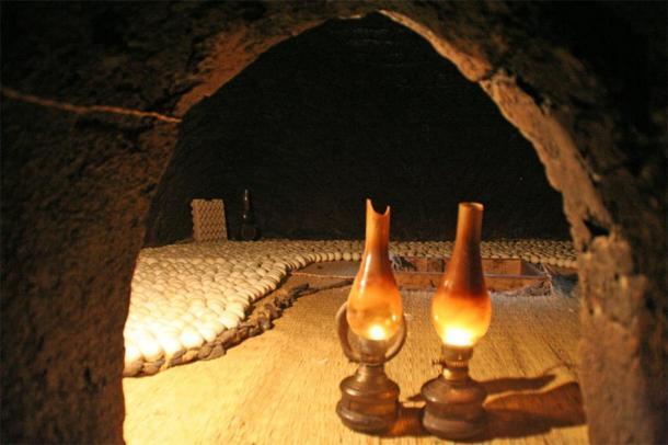 Des lampes à essence sont utilisées dans les fours pour réchauffer les œufs (Lenny Hoferwerf / Avec l'aimable autorisation de l'Organisation des Nations unies pour l'alimentation et l'agriculture (2006) / Reproduit avec permission)