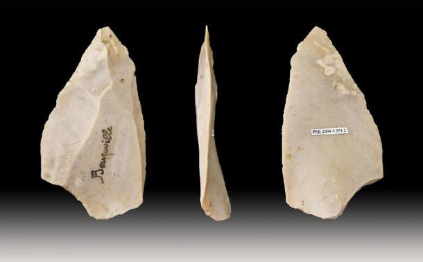 Les Néandertaliens fabriquaient des outils en pierre en utilisant la technique de Levallois pour fabriquer une pointe acérée. (Archaeodontosaurus / CC BY-SA 3.0)