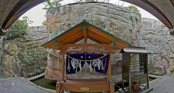 Sanctuaire shinto à Ishi-no-Hoden. (z tanuki / CC BY 3.0)