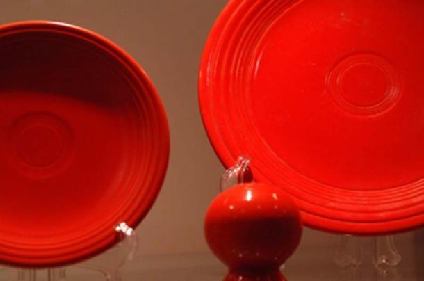 La première fiestaware a été fabriquée en 1936. Pour obtenir les couleurs vives, on ajoutait de l'oxyde d'uranium dans l'émail. (Marc Soller / CC BY-SA 2.0)