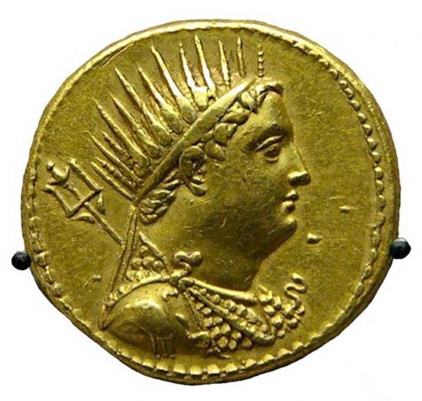 Pièce d'or représentant Ptolémée III émise par Ptolémée IV en l'honneur de son père déifié