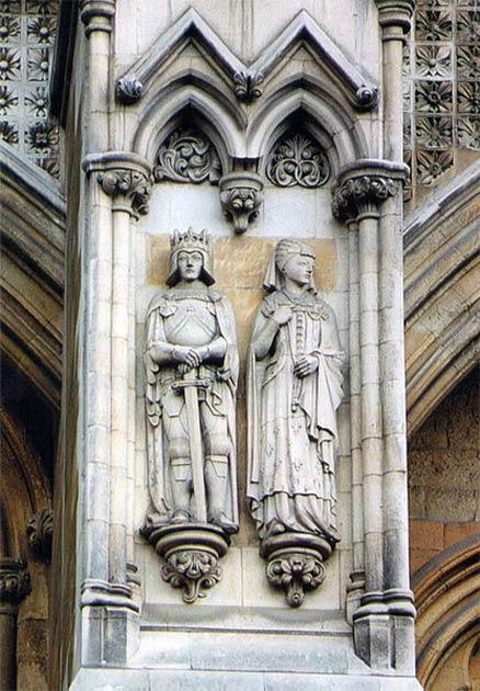Catherine de Valois et Henri V d'Angleterre Figures en pierre de Portland à l'abbaye de Westminster, sculptées par Denis Parsons. (Sjukmidlands / CC BY-SA 4.0)
