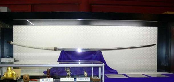 Cette longue épée Nodachi de plus de 1,5 mètre de long est encore petite par rapport au Norimitsu Odachi
