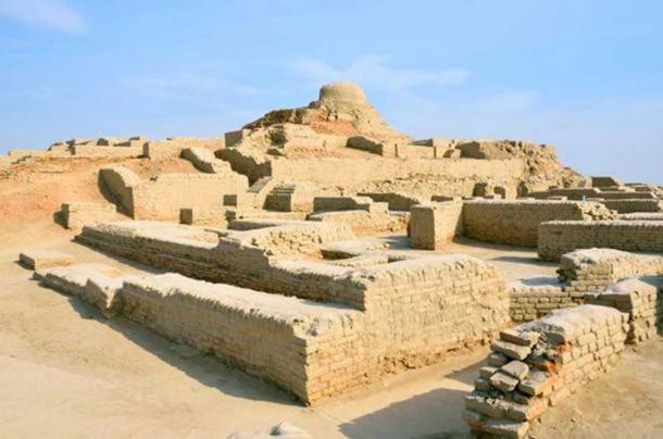 Mohenjo-daro est une ancienne ville de la civilisation de la vallée de l'Indus construite vers 2500 avant J.-C.