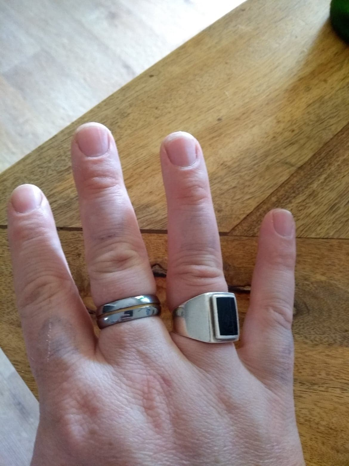 Tatouages au doigt 1 semaine