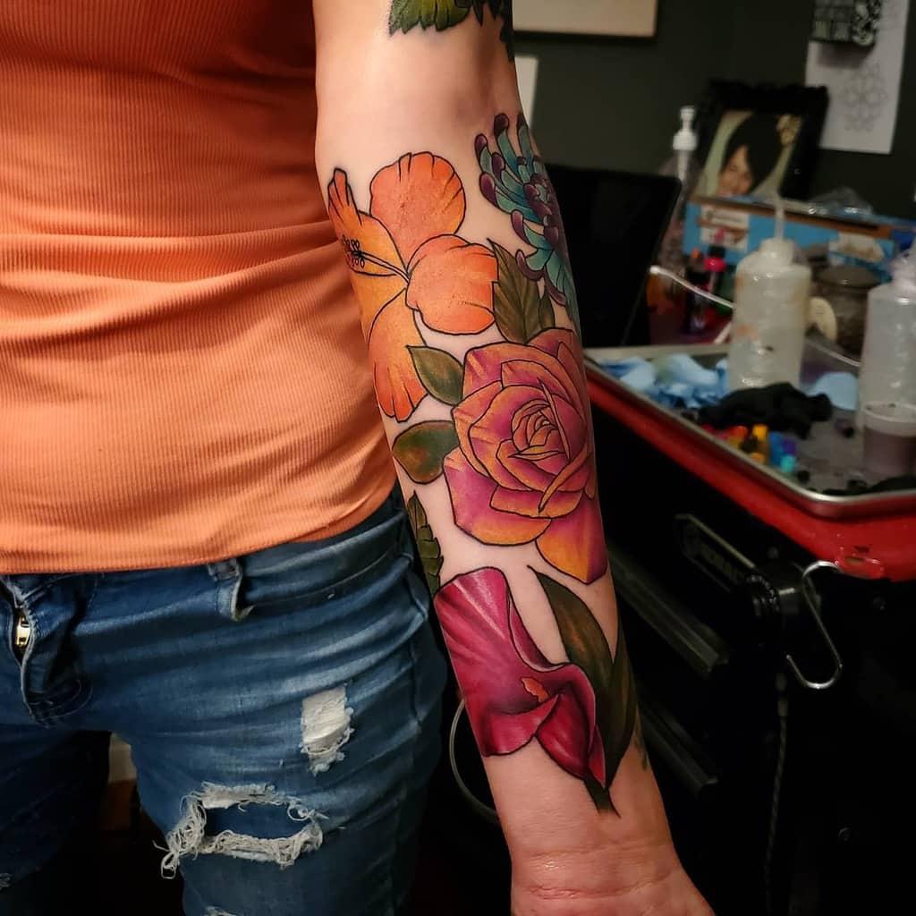 Tatouage de fleurs colorées Manche patriciaquinlantattoos