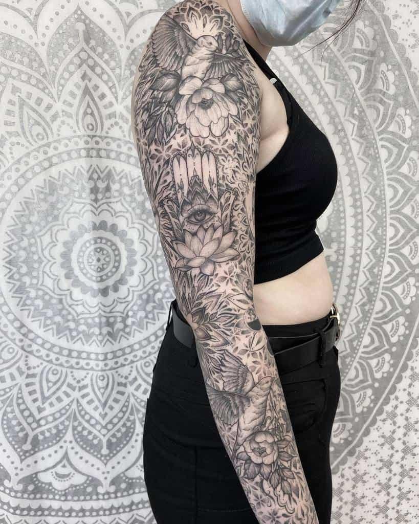 Tatouage de fleurs pour femmes brittbeale