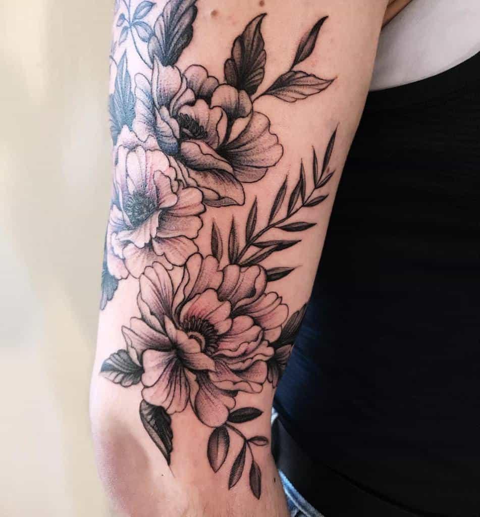 Tatouage de la fleur du bras supérieur Slaubcreation