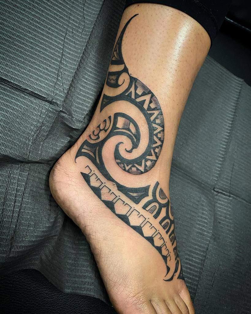Petits tatouages tribaux de cheville datutatu