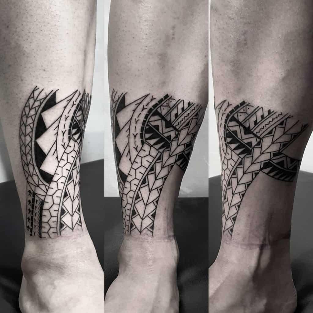 Petits tatouages tribaux à la cheville elotattoo