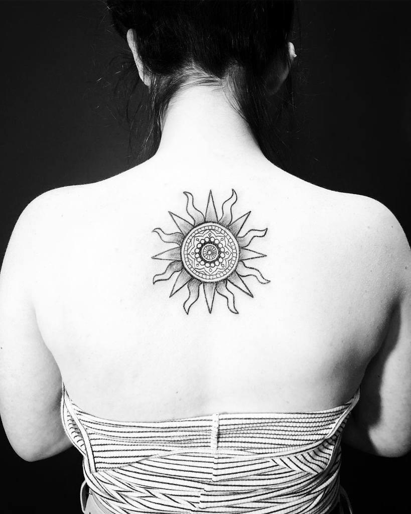 Petits tatouages tribaux du soleil giokay