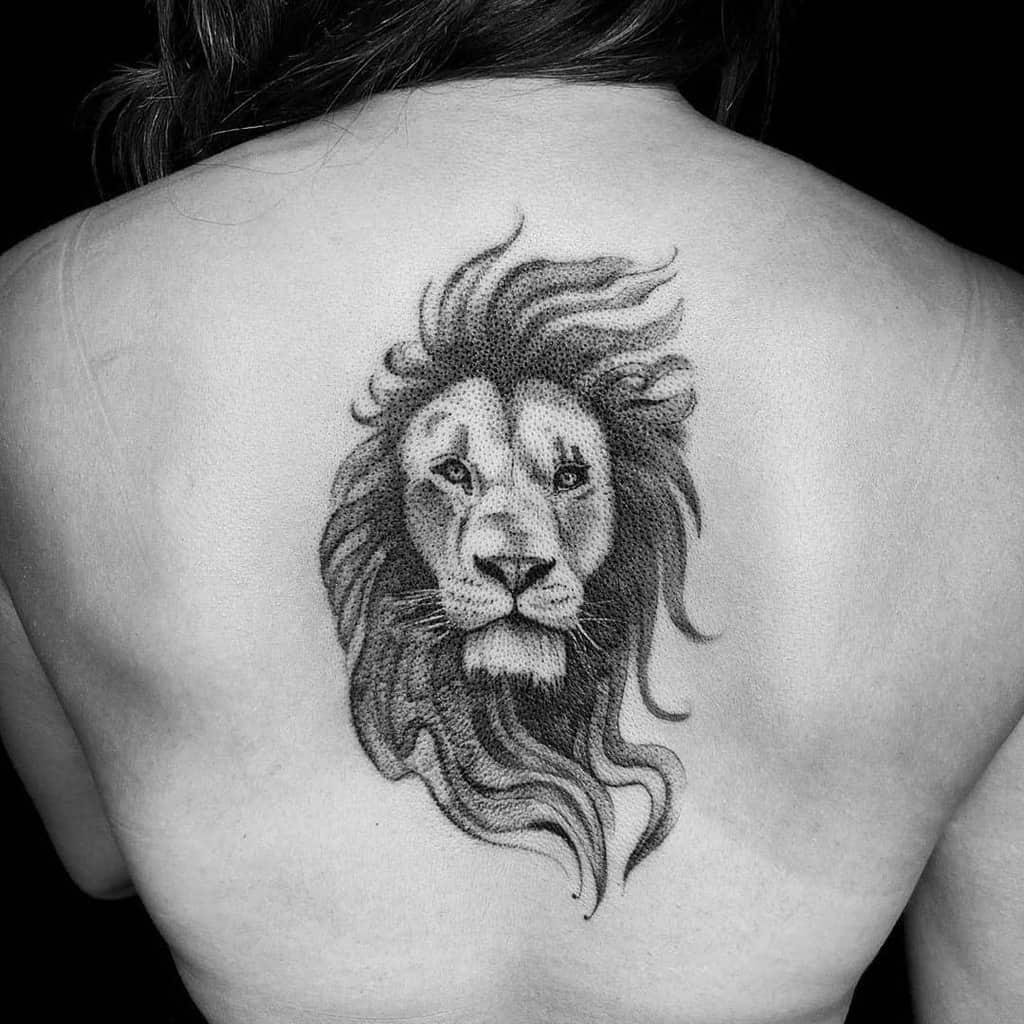 Tatouages de dos de petits lions M. inkwells
