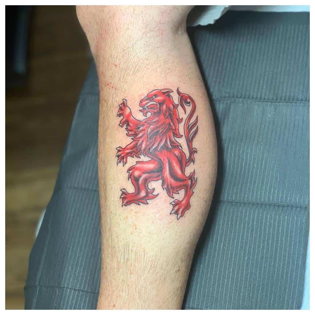 Tatouages de petites pattes de lion iantattoos89