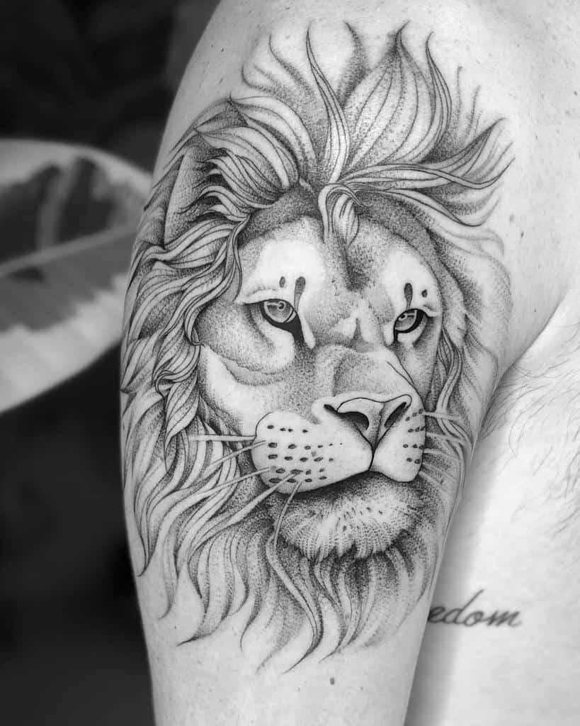 Tatouages de l'épaule du petit lion sir.edwardtattoo