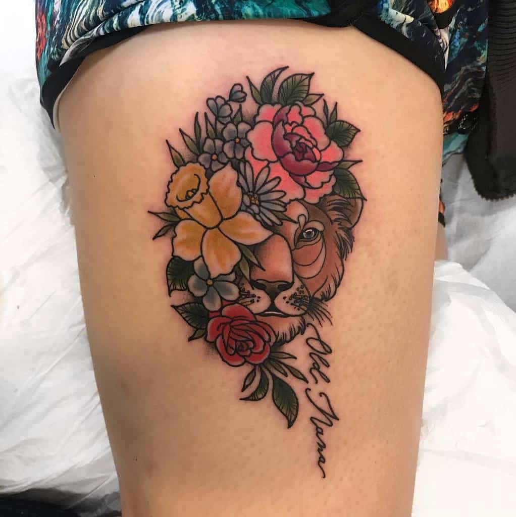 Palette de tatouages de la hanche du petit lion