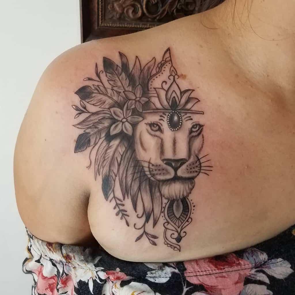 Tatouages de petites épaules de lion juliozorlak