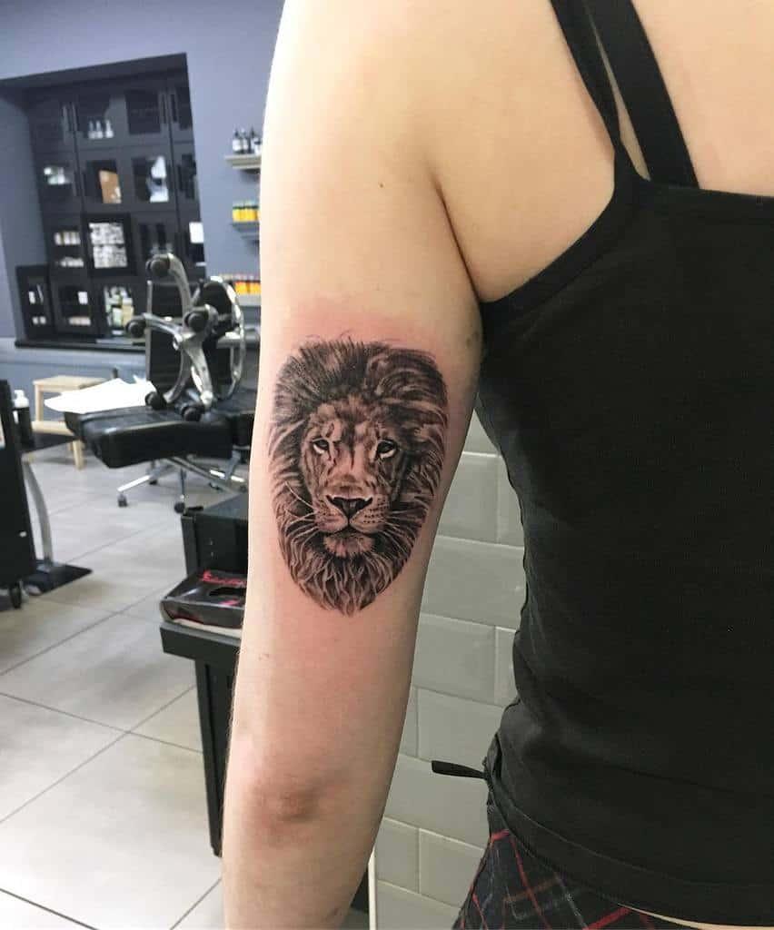 Tatouages du bras supérieur du petit lion bexmamo