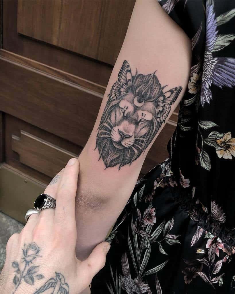 Tatouages du bras supérieur du petit lion sir.edwardtattoo