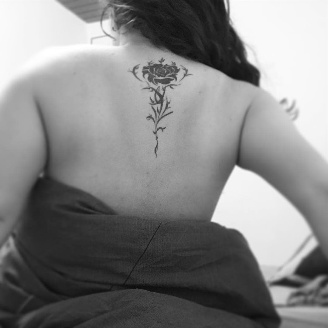 dos tatouages de roses tribales rakgar7