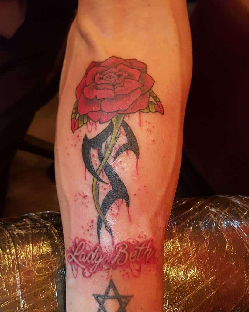 tatouages de roses tribales sur l'avant-bras kevtattoos54