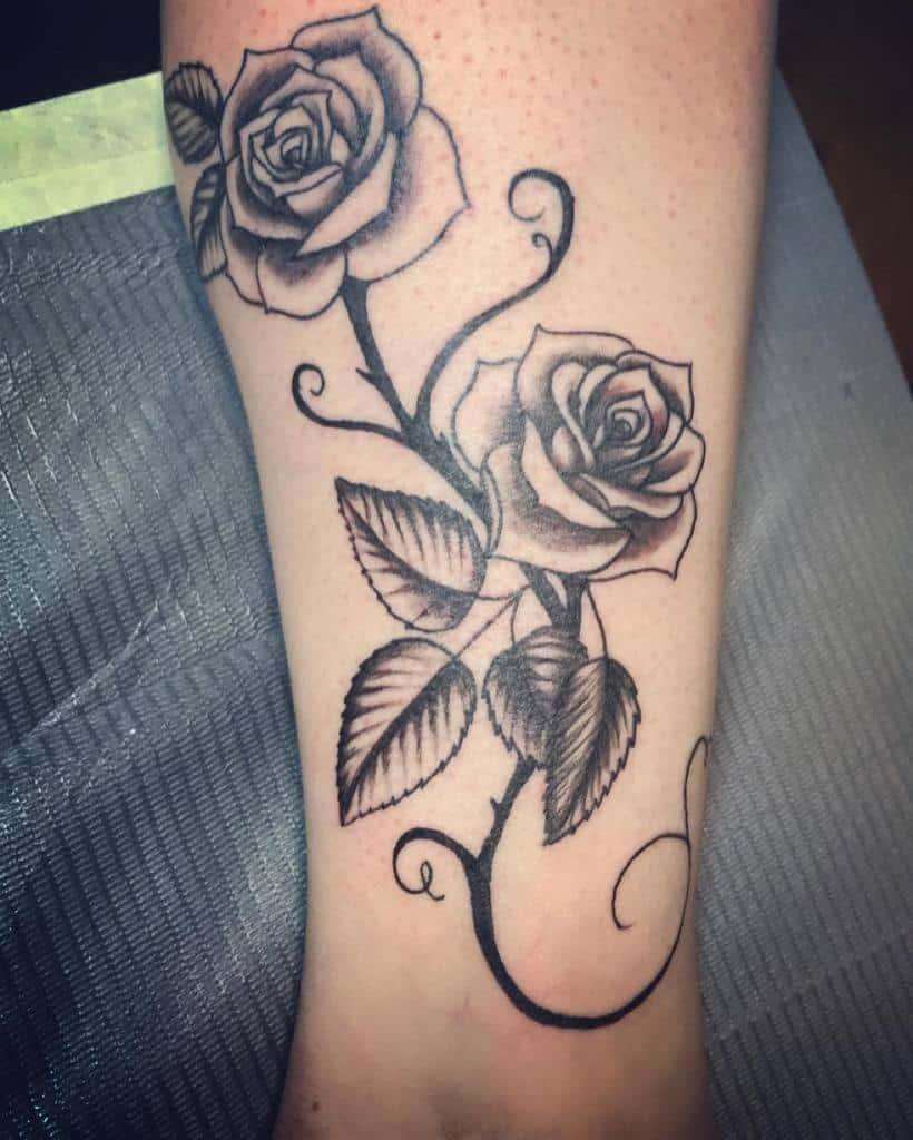 tatouages de roses tribales sur les jambes christaaaf