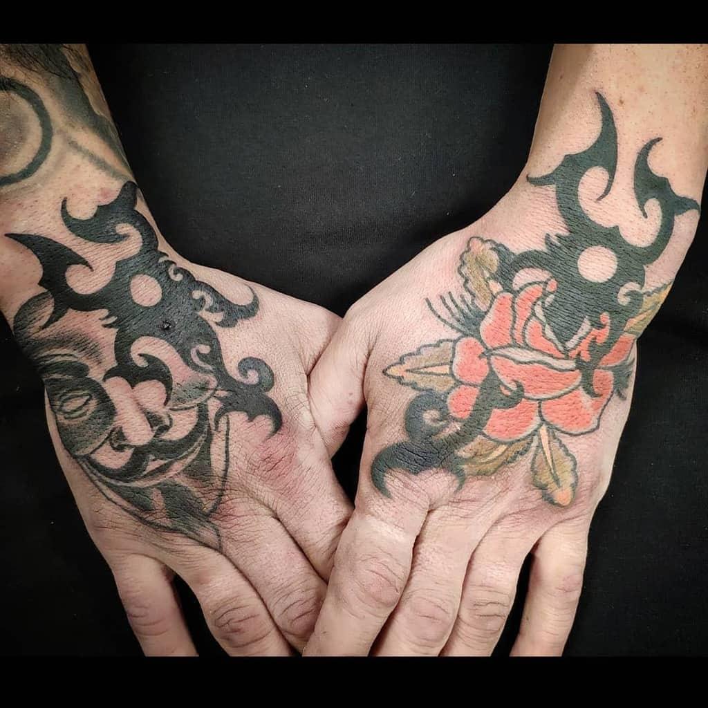 main tatouages de roses tribales diegocasastattoo