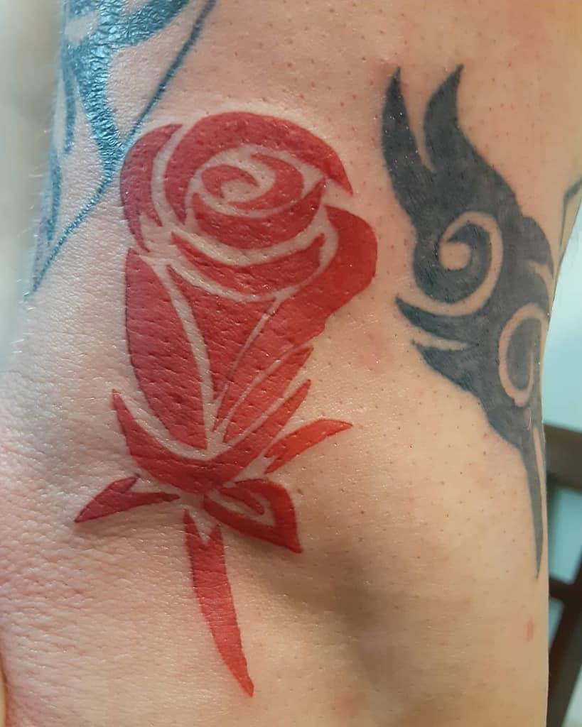 tatouages simples de roses tribales ladybaetattoos