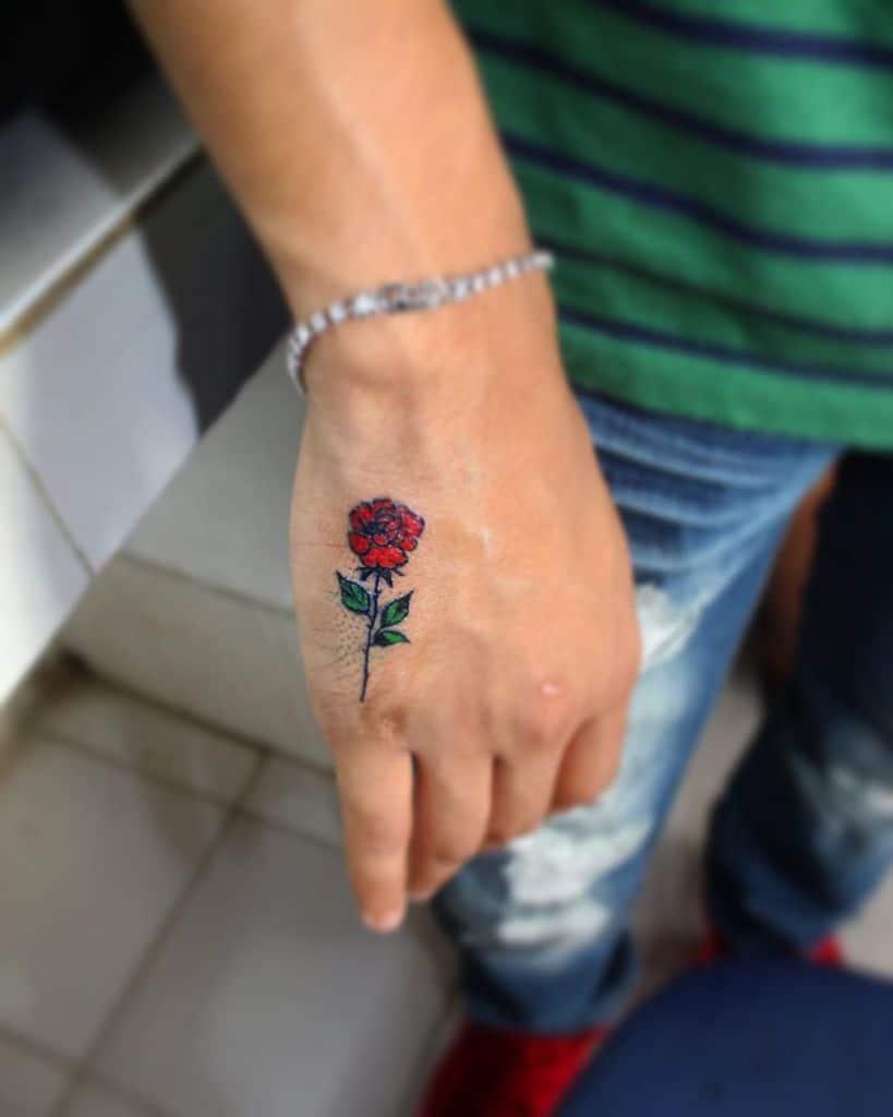 main minuscule rose tatouages smokin_gunz_tattoo_studio