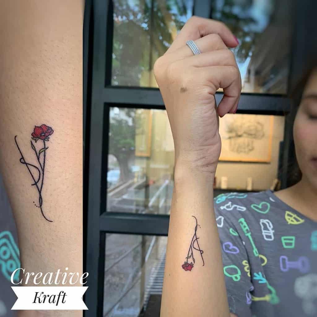 avant-bras minuscules roses tatouages creativekrafttattoostudio