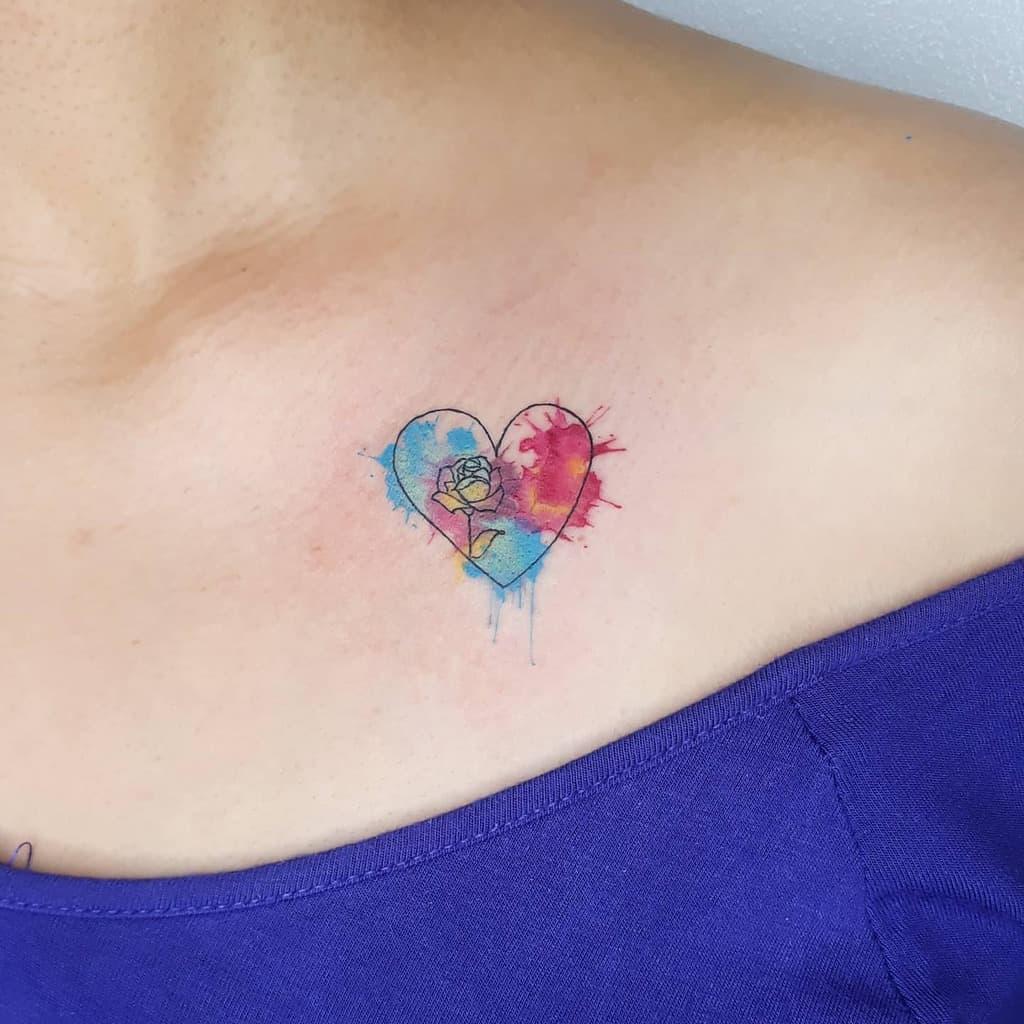 poitrine minuscule rose tatouages elaine.tattoo