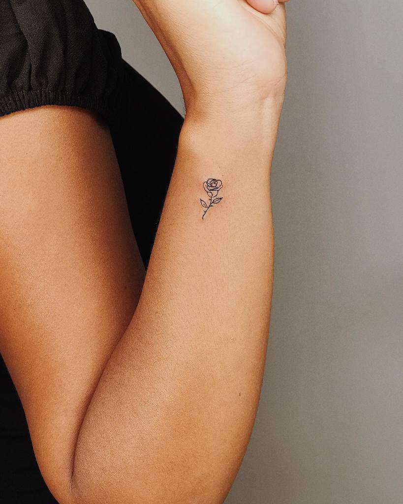 poignet minuscule rose tatouages tatutatu_inkclub