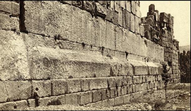 Les trois pierres taillées, connues sous le nom de