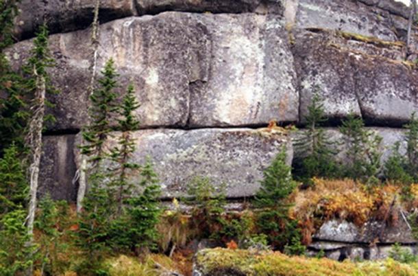 Mégalithes sibériens taillés dans le granit. (auteur fourni)