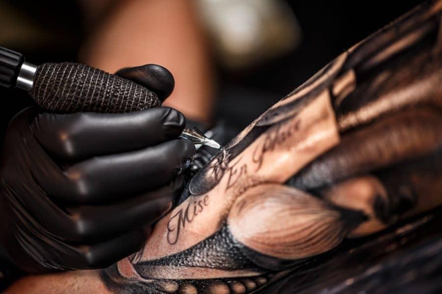 Tatouage - Tatouage à main levée - Tatouage à l'encre noire