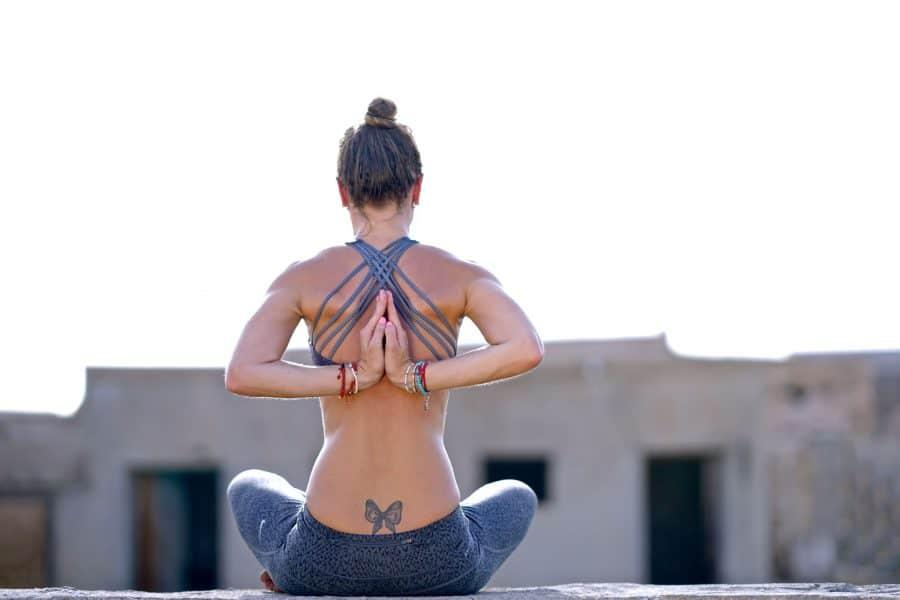 Tatouage_Femme_faisant_le_yoga