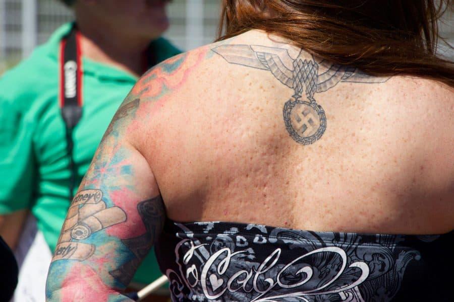 Tatouage du Troisième Reich et de la croix gammée