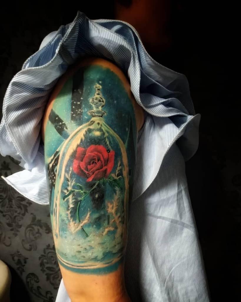 beauté réaliste et la bête rose tatouages maraselten