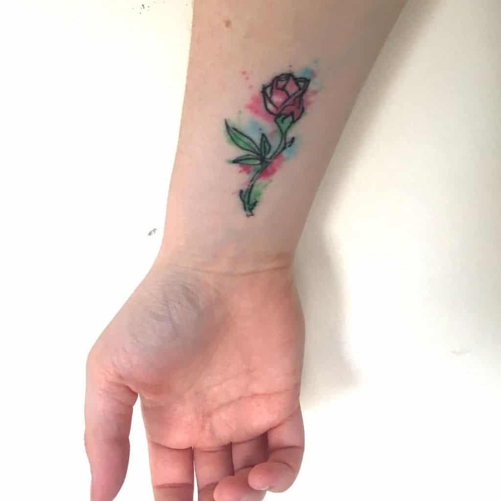 petite beauté minimaliste et la bête rose tatouages kwirkycutie