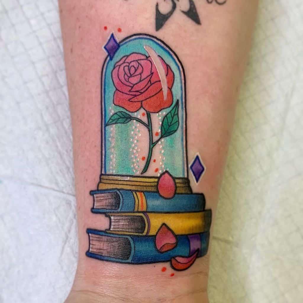 petite beauté minimaliste et la bête rose tatouages britainytattoo