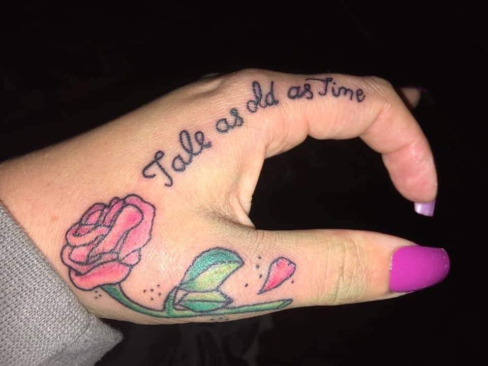 conte aussi vieux que la beauté du temps et la bête rose tatouages bambam.tattoos