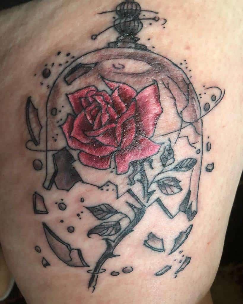 la beauté du vitrail et les tatouages de la rose des bêtes tout simplement timides__.