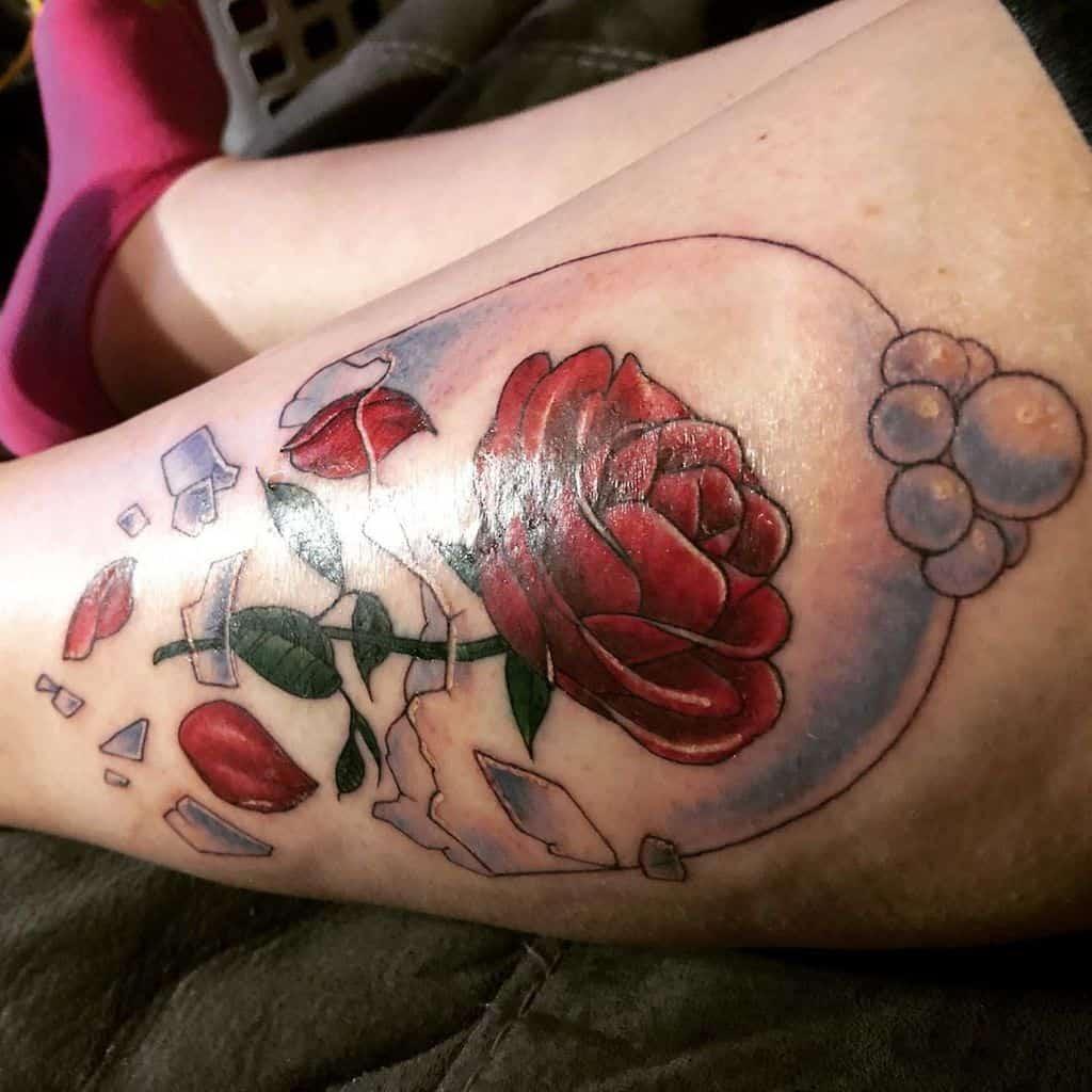 la beauté des jambes et la bête rose tatouent rosesburn22