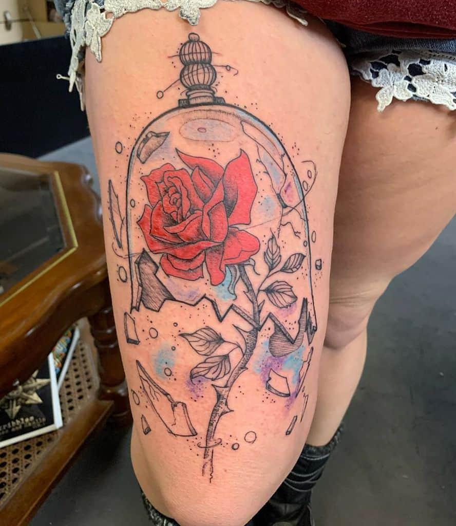 La beauté des cuisses et la bête rose tatouent l'inkaddictionthérapie