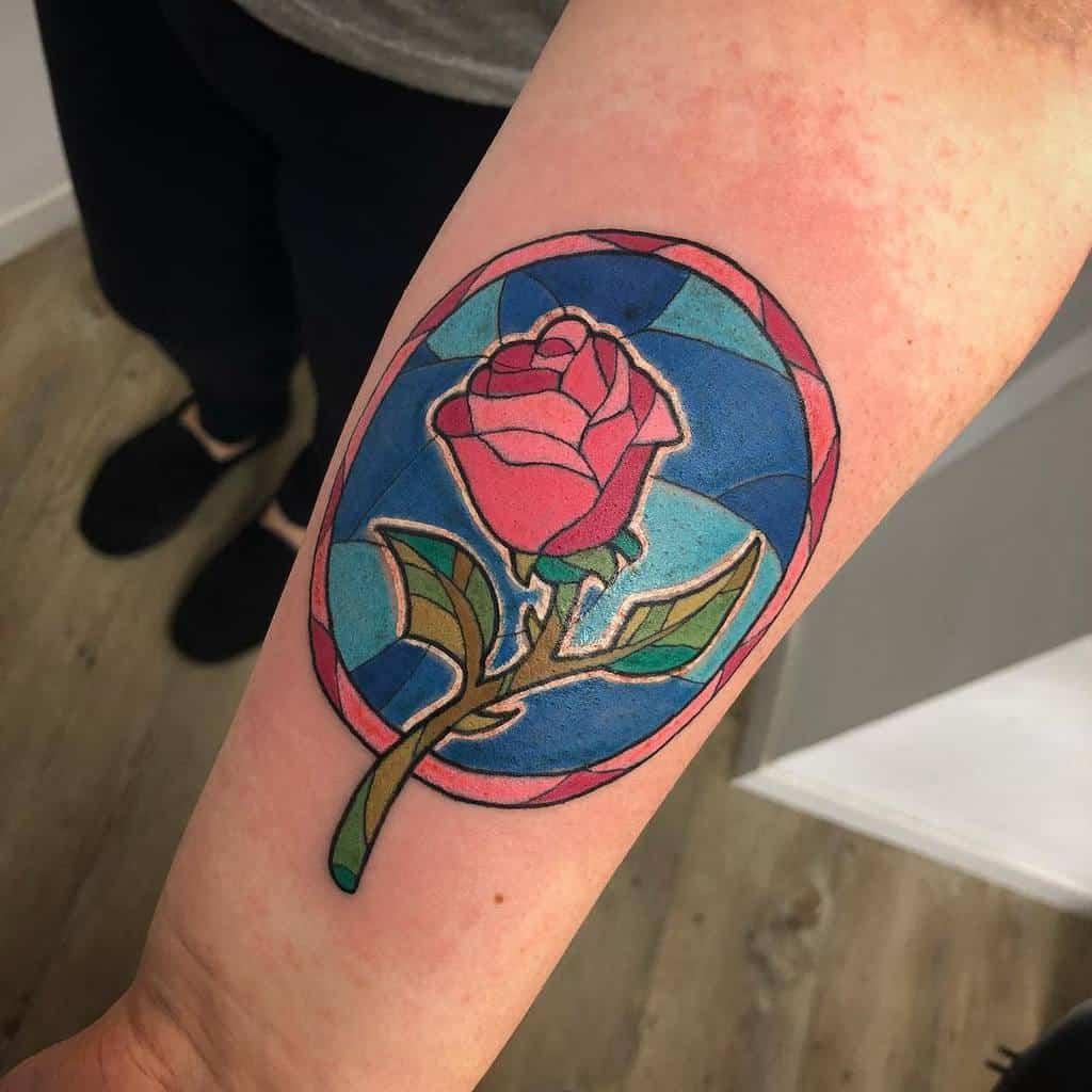 la beauté de l'aquarelle et les tatouages de la rose des bêtes staceythomastattoos